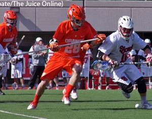 Syracuse long stick midfielder Peter Macartney goes after a loose ball