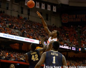 Junior Rakeem Christmas scored 4 points to help Syracuse to edge past the Pittsburgh Panthers 59-54