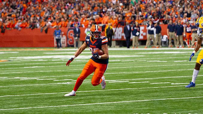 Syracuse tight end Aaron Hackett